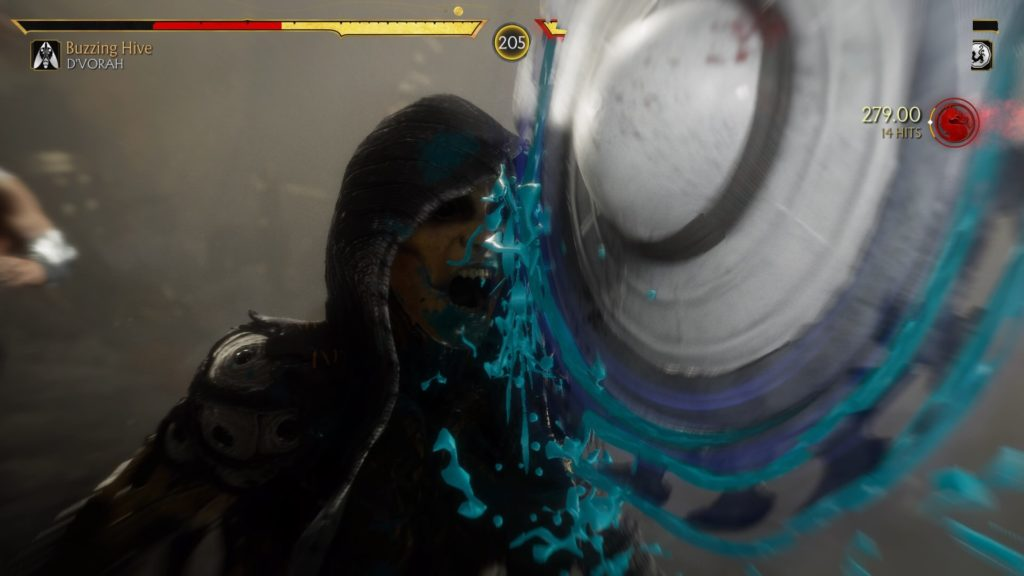 D'vorah getting her face cut in half by Kung Lao's circular saw hat with blue blood spatter.